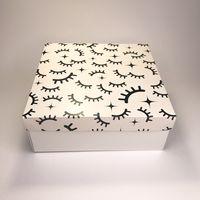"""Подарочная коробка """"Глазки"""" (19х19x7,5 см)"""