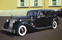 Советский персональный автомобиль Packard Twelve (1936г) с фигурами лидеров (масштаб: 1/35)